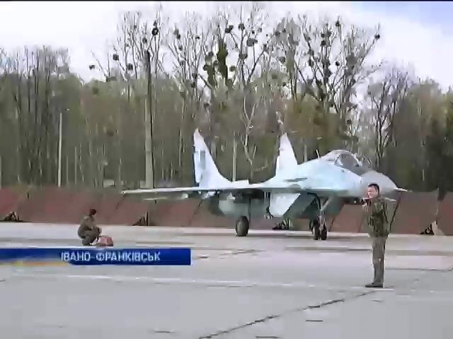 В Ивано-Франковске начали ремонт старой авиационной техники (видео)