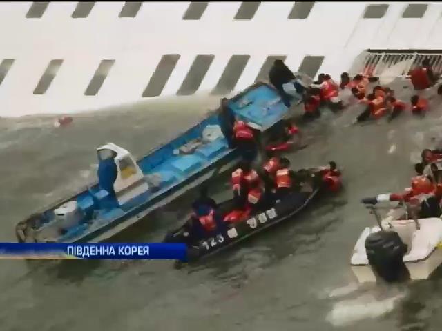 В Южной Корее продолжается поиск пропавших после аварии морского парома (видео)