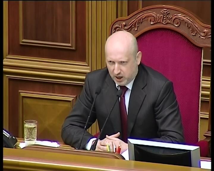 Турчинов пообещал расформировать часть, которая сдала боевую технику (видео)