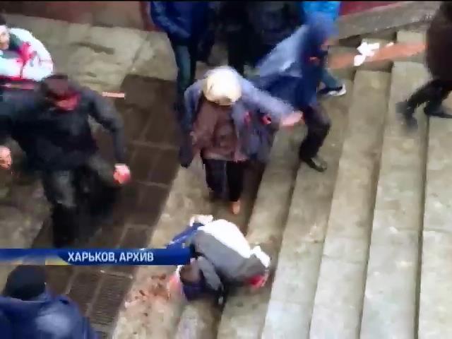 В Харькове судят 53-летнюю активистку антимайдана, ударившую по голове евромайдановца (видео)