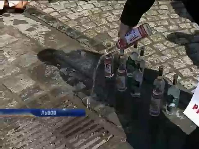 В поливальный понедельник во Львове разливали русскую водку (видео) (видео)