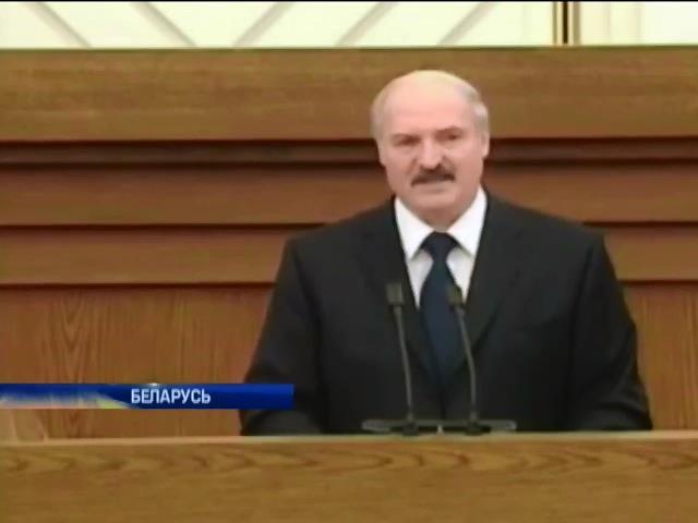 Дайджест: Лукашенко готов ехать в Украину на тракторе, а FEMEN вновь протестуют (видео)