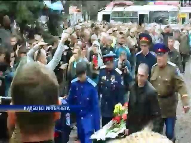 В Славянске похоронили трех застреленных в Пасхальную ночь (видео) (видео)