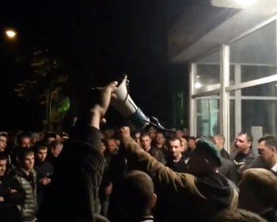 На шахтах Ахметова в Луганской области началась забастовка (фото, видео)