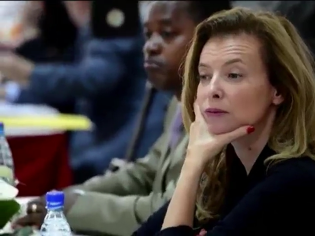 Валери Триервейлер официально рассталась с Франсуа Олландом (видео)