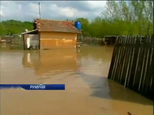 Из-за наводнений в Румынии пострадали жители 35 сел (видео)