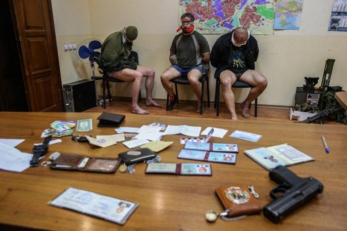 Захваченные сотрудники СБУ и инспекторы ОБСЕ нужны сепаратистам для торга, - СНБО