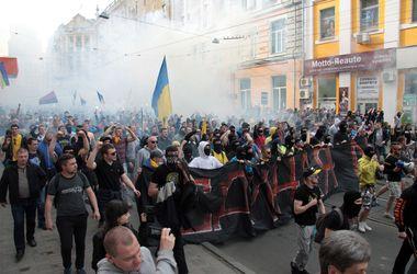 В столкновениях ультрас и сепаратистов в Харькове пострадали 14 человек