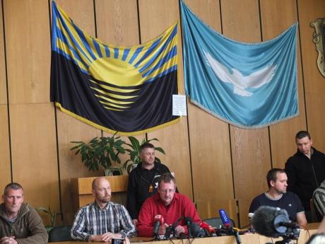 """""""Ополченцы"""" Славянска пока не решили, что делать с пленными офицерами СБУ"""