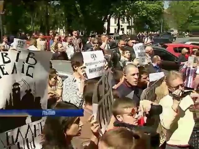 Во Львове активисты требовали отставки главы ОГА Ирины Сех (видео)
