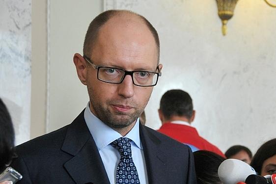 Яценюк призвал депутатов согласовать законопроект по Конституции до 25 мая