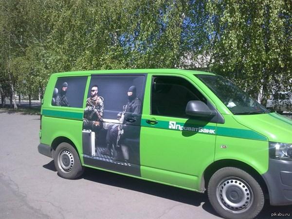 В Горловке захватили пять инкассаторских машин Приватбанка