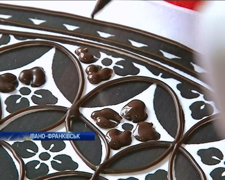 Художница из Ивано-Франковска пишет картины шоколадом (видео)