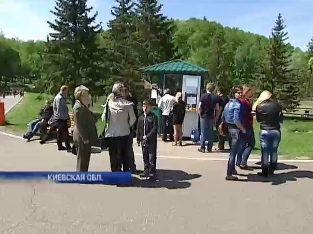 В Межигорье начали устраивать туры выходного дня (видео)