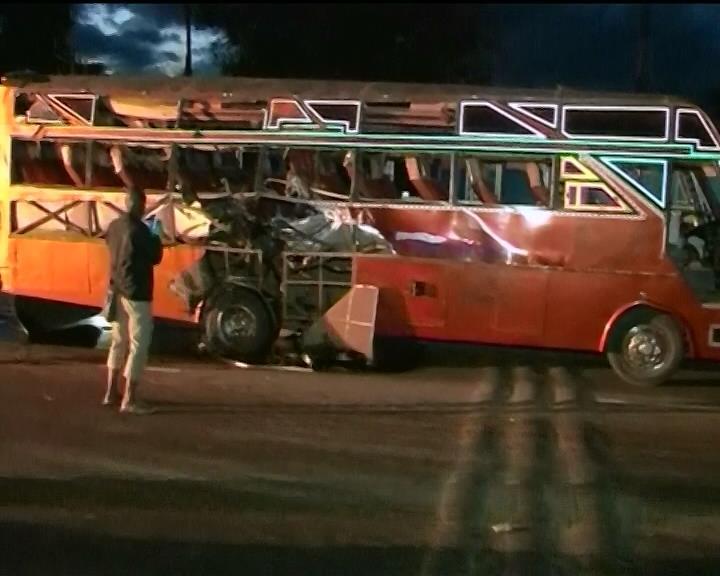 Теракт в Кении: Взлетели в воздух два автобуса (видео)