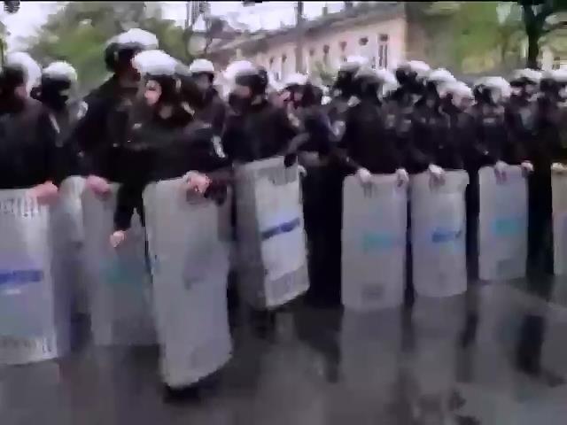 Милиционеры Одессы сбежали во время штурма МВД (видео) (видео)