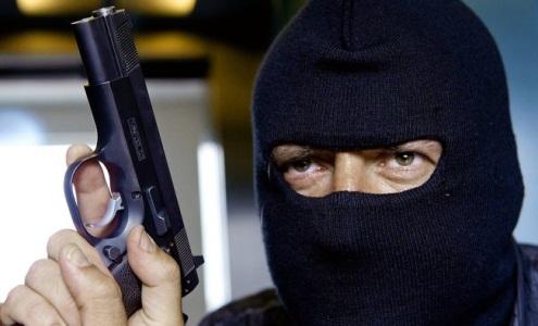 В Стаханове вооруженные люди ограбили бизнес-центр