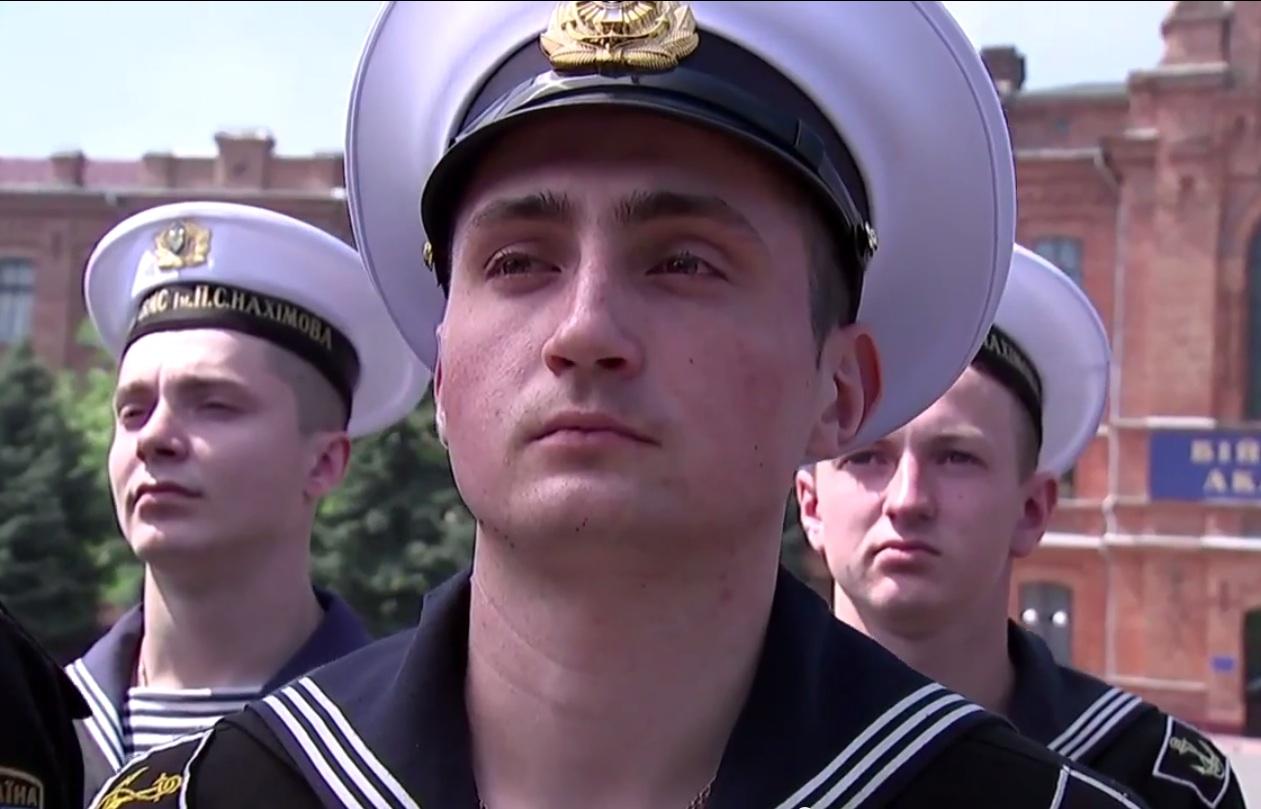 В День победы курсанты-нахимовцы из Крыма верят в единую Украину (видео)