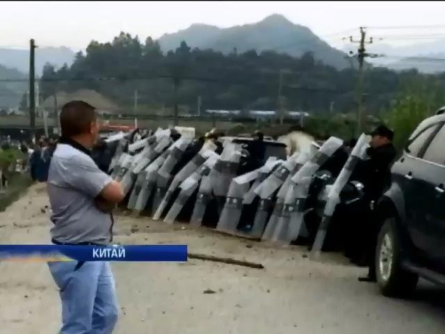 В Китае во время акции протеста погибли несколько человек (видео)