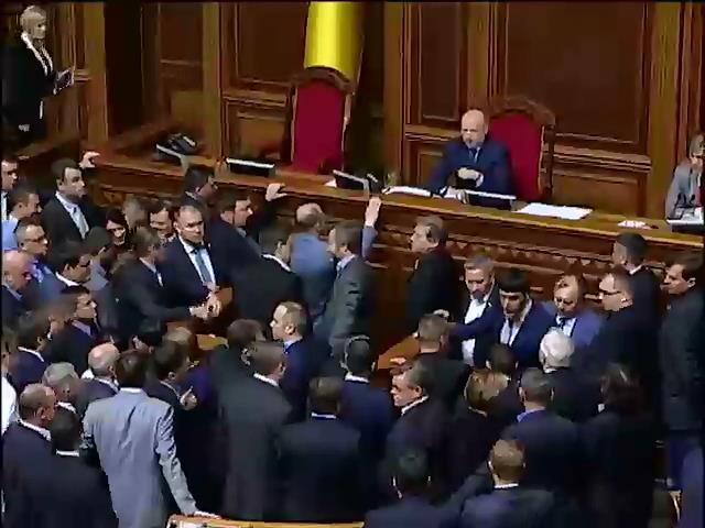 Депутаты чуть не подрались из-за Донбасса (видео)