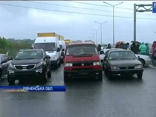 На трассе Киев-Чоп из-за активистов образовалась 30-километровая пробка (видео)