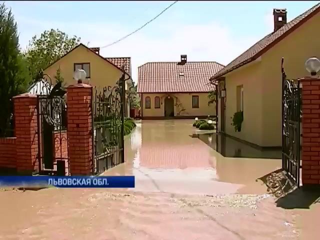 Львовскую область залило: Подтоплены 42 населенных пункта (видео)