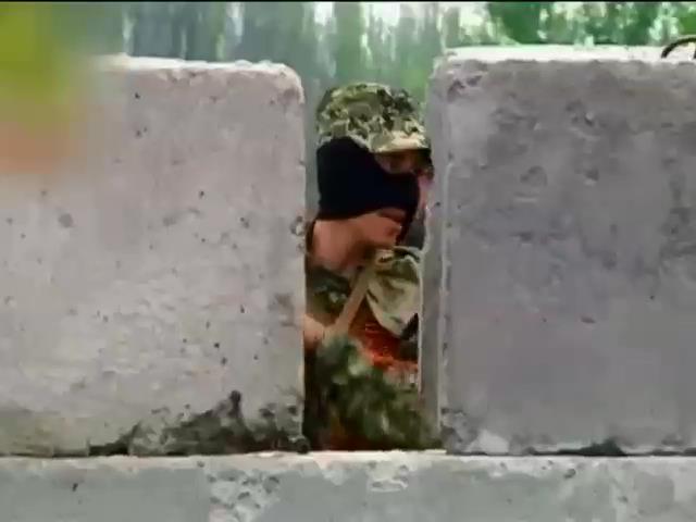 В Луганске похищают людей и берут дань водкой (видео) (видео)