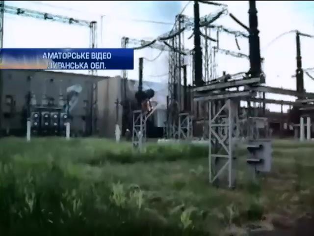 На Луганщине после обстрела загорелся Стахановский завод феросплавов (видео) (видео)