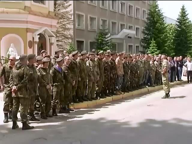 В Ивано-Франковске жгли шины, требуя нового главу МВД (видео)