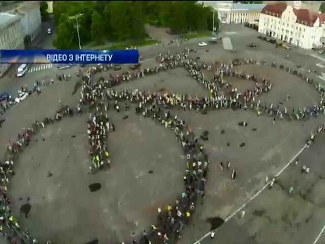 """В Чернигове """"живой велосипед"""" побил рекорд Украины (видео)"""