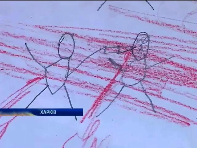 Украинские дети рисуют лужи крови и играют в войну (видео) (видео)