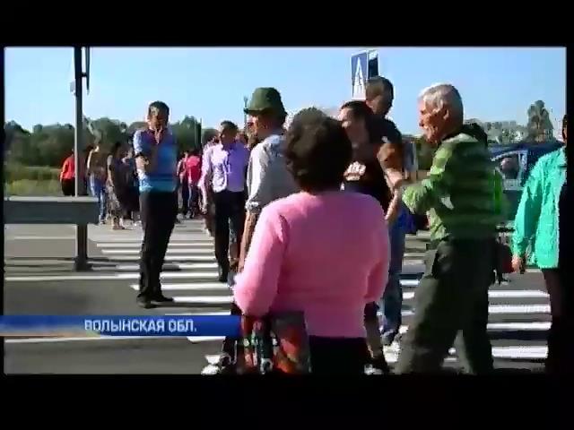 На Волыни перекрыли Варшавскую трассу, требуя вернуть солдат из Донбасса  (видео) (видео)