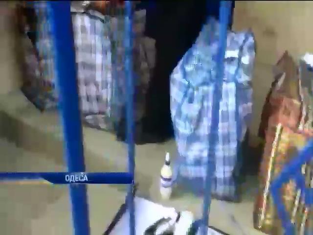 Одесская милиция изъяла сумки с подозрительными бюллетенями (видео)
