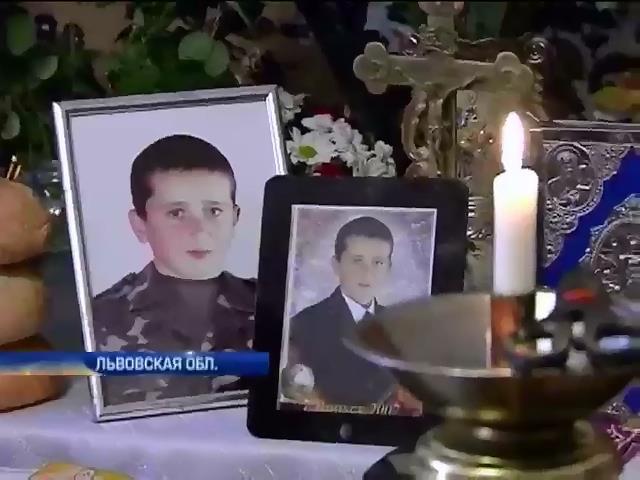 На Львовщине и Прикарпатье хоронили срочников, погибших под Волновахой (видео) (видео)