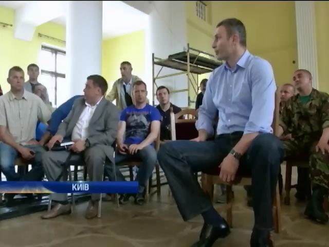 Кличко обещает майдановцам временное жилье взамен на освобождение Киевского горсовета (видео)