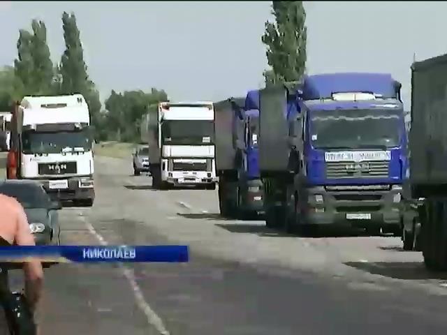 Дальнобойщики в Николаеве протестуют против регулярных поборов (видео)