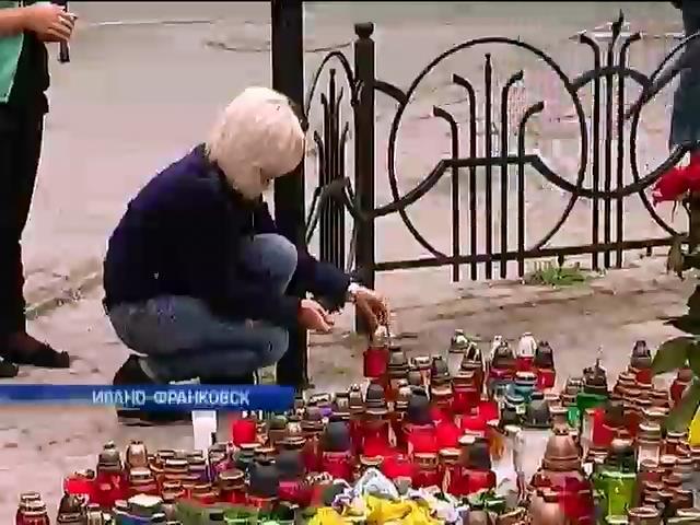Ивано-Франковск объявил трехдневный траур по погибшим военным (видео)