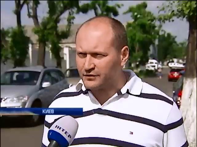 """""""Правый сектор"""" активно расчищает Майдан (видео) (видео)"""