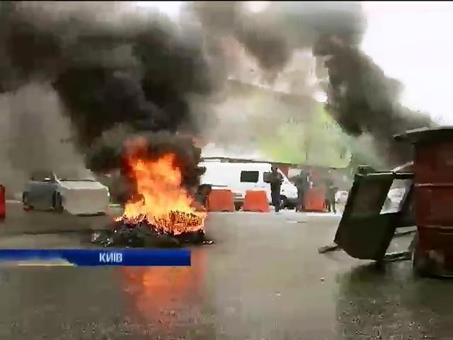 Вместо субботника на Майдане горели шины (видео) (видео)