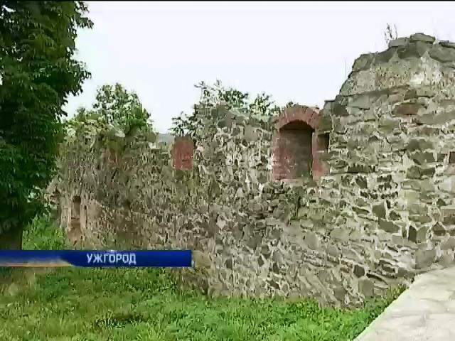 В Ужгороде разрушается старинный замок (видео)