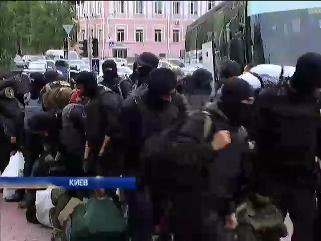 """Добровольцы из батальона """"Азов"""" возвращаются на передовую (видео)"""