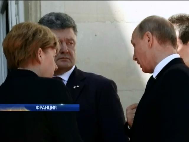 Порошенко поговорил с Путиным и Меркель, скрепив разговор рукопожатием (видео) (видео)