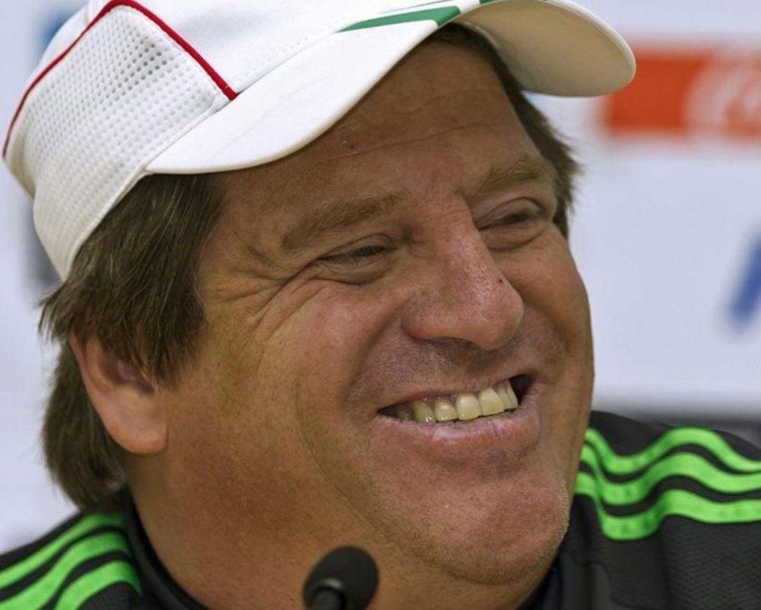Тренер сборной Мексики уснул на пресс-конференции (видео)