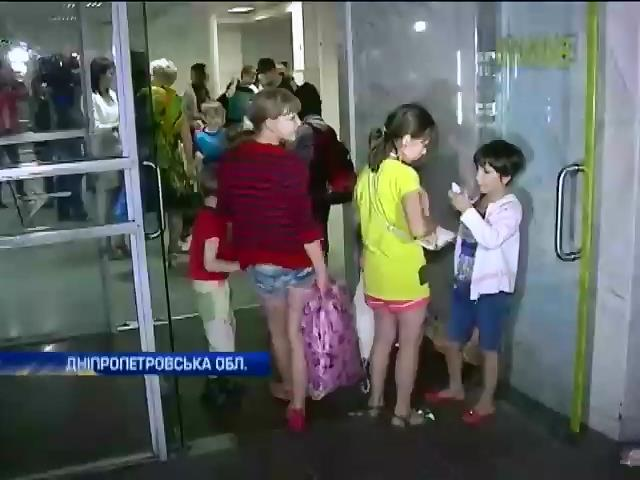 Дiти-сироти повернулися з Росii i вже вiдпочивають у таборi в Кривому Розi (видео)