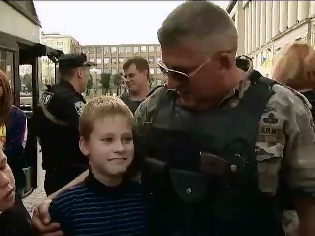 Черкаси зустрiли 37 бiженцiв зi сходу Украiни (видео)