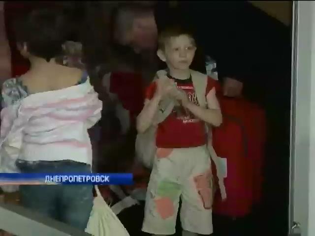 Похищенные террористами дети вернулись в Украину (видео) (видео)