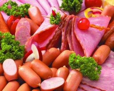 Колбасы и сосиски вызывают рак кишечника