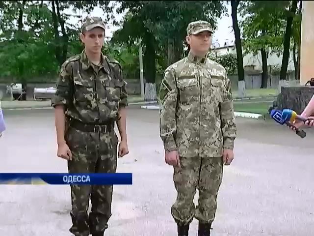 В Одессе показали новую форму и сухпайки для армии (видео) (видео)