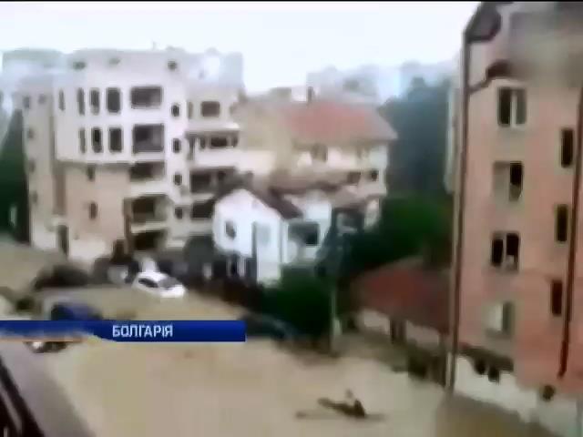 Повенi у Болгарii забрали життя 10 людей (видео)