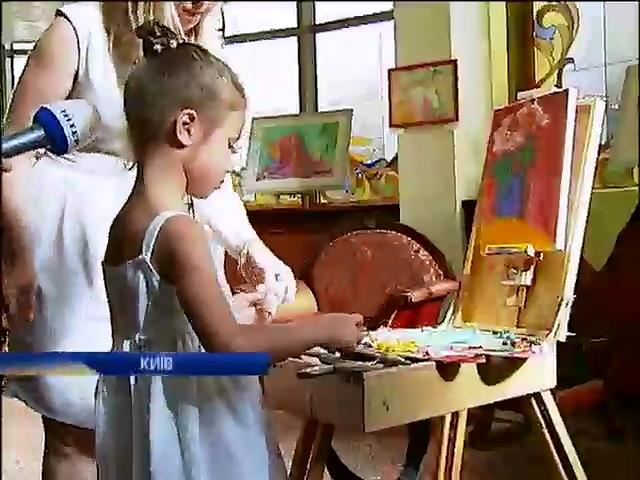 П'ятирiчна художниця вiдкрила виставку у Киeвi (видео)